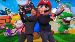 Les patrons de Nintendo et de Ubisoft faisant joujou à l'E3.