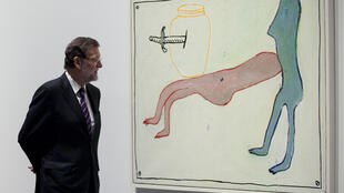 Spanish Prime Minister Mariano Rajoy looks at a painting by Ferran Garcia Sevilla titled 'Pariso 20' during the inauguration of the Pompidou Art Centre in Malaga on March 28, 2015