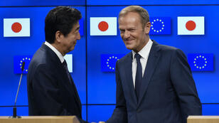 Le Premier ministre nippon Shinzo Abe et le président du Conseil européen Donald Tusk à Bruxelles le jeudi 6 juillet 2017.