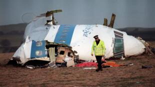 Photo d'archive, montrant la carcasse de l'avion qui a explosé au-dessus de Lockerbie, en Écosse, le 21 décembre 1988.