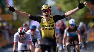 Le Belge Wout van Aert à l'arrivée de la dixième étape du Tour de France,le 15 juillet 2019.