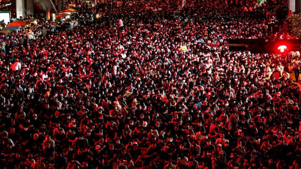 Miles de personas se concentraron en las calles de Bangkok a pesar del estado de emergencia que prohíbe reunirse a más de circo personas. En Bangkok, Tailandia, el 15 de octubre de 2020.