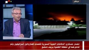 Un présentateur de la télévision syrienne évoque des missiles israéliens envoyés vers Damas, mardi 8 mai 2018.