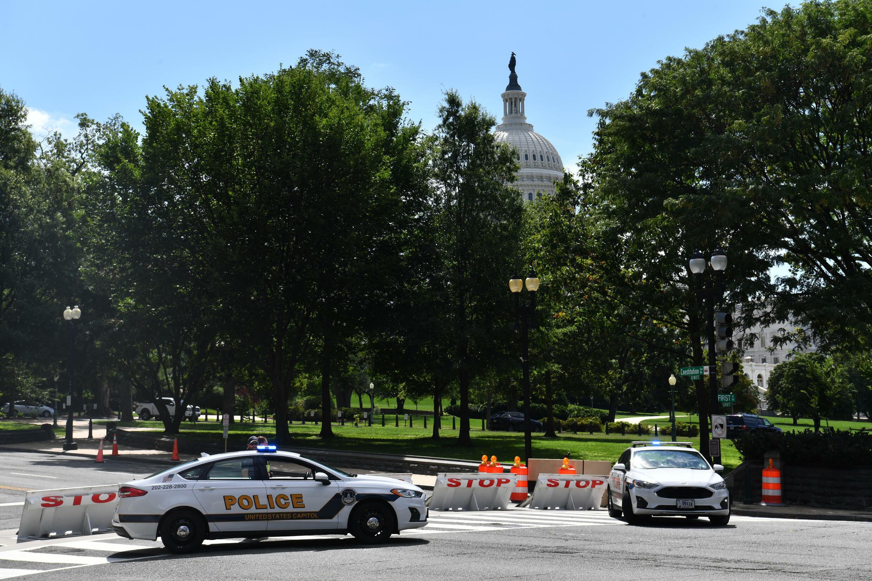 شرطةالكونغرس الأميركي تحمي محيط مبنى الكابيتول في واشنطن في 19 آب/أغسطس 2021