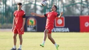 لاعبو تونس خلال التدريبات على ملعب السويس