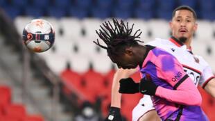 الايطالي مويز كين مهاجم باريس سان جرمان لحظة تسجيله هدف الفوز في مرمى نيس (2-1) في الدوري الفرنسي في 13 شباط/فبراير 2021.