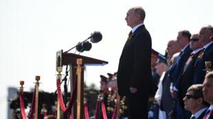 الرئيس الروسي فلاديمير بوتين أثناء إحياء ذكرى الهزيمة النازية، 24 يونيو/حزيران 2020.