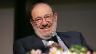 """Umberto Eco est devenu célèbre à travers le monde après la publication de son premier roman, """"Le Nom de la rose"""", en 1980."""
