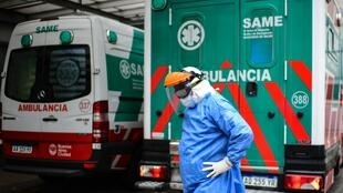 Un médico del Sistema de Emergencias Médicas de Buenos Aires, Argentina, el 20 de mayo de 2020 tras una intensa jornada de atención a infectados con Covid-19.