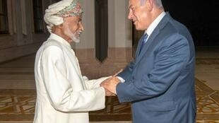 Oman's Sultan Qaboos (L) meets with Israeli Prime Minister Benjamin Netanyahu in the capital Muscat in October 2018