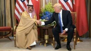 الرئيس الأمريكي دونالد ترامب والعاهل البحريني حمد بن عيسى آل خليفة
