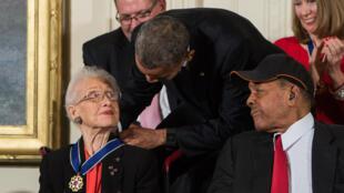 Katherine Johnson recibió el 24 de noviembre de 2015 de manos de Barack Obama la medalla presidencial de la libertad.