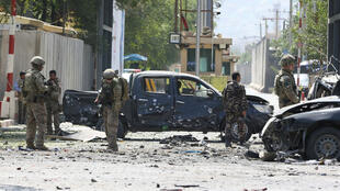 Des troupes étrangères de l'Otan sur les lieux de l'attentat suicide à Kaboul, en Afghanistan, le 5septembre2019.