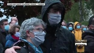 2020-10-21 14:33 Masses gathered in silent march to honour French teacher Samuel Paty after his murder