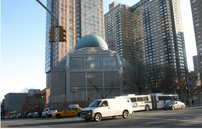 """The Islamic Cultural Center, also called """"the East 96th mosque"""" on New York's Third Ave. between 96th and 97th streets. (Photo: Chine Labbé)"""