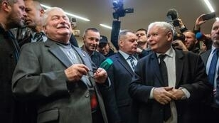 Polish arch-rivals Lech Walesa (L) and Jaroslaw Kaczynski met for the first time in years at the court in Gdansk last month