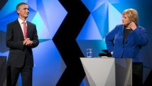 """""""Une victoire historique"""" pour la conservatrice Erna Solberg (à droite)."""
