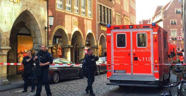 Los primeros servicios de rescate llegan al centro de la ciudad de Münster, el 7 de abril de 2018.
