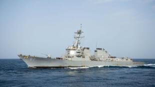 زورق دورية أمريكي في مياه الخليج