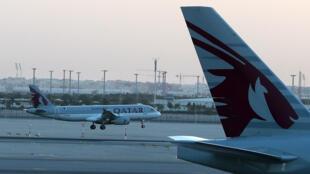 Un avión de la compañía A Qatar Airways aterriza en el aeropuerto internacional Hamad de Doha el 12 de junio de 2017
