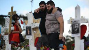مقبرة دفن فيها ضحايا إطلاق نار استهدف مدرسة في فلوريدا 19 شباط/فبراير 2018.