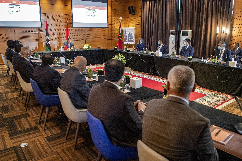 وفدا طرفي النزاع في ليبيا خلال محادثات في مدينة بوزنيقة، في المغرب. 8 سبتمبر/أيلول 2020.