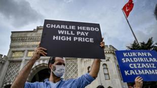 Manifestation le 13 septembre 2020 à Istanbul contre la republication par Charlie Hebdo des caricatures de Mahomet qui en avaient fait une cible des jihadistes