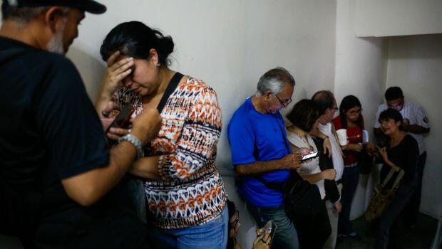 En Caracas, Venezuela, decenas de viajaeros aguardan por el reembolso del valor de sus tiquetes, tras la suspensión de relaciones financieras con Copa Airlines.