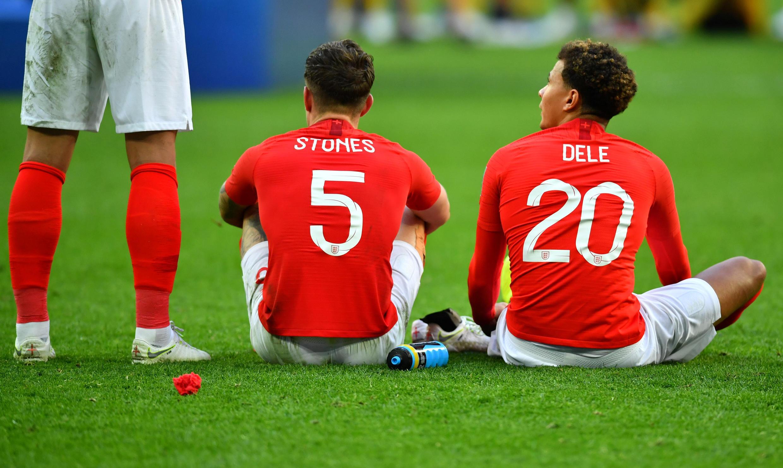Los jugadores de Inglaterra sufren su derrota ante la selección de Bélgica.