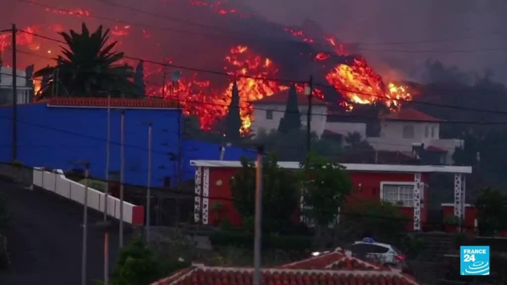 2021-09-22 13:01 Más de 6.000 personas evacuadas por el paso de la lava en la isla española de La Palma