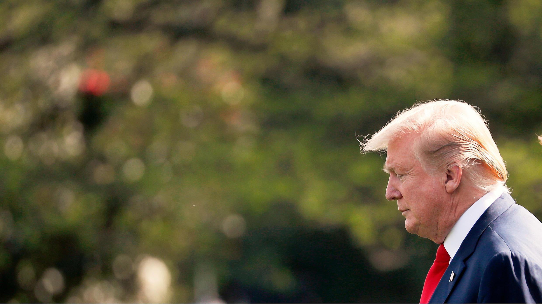 El presidente de Estados Unidos, Donald Trump, antes de embarcar en el Marine One en su camino hacia su finca de Mar-a-Lago en West Palm Beach, Florida, luego de la publicación del informe Mueller, en los jardines de la Casa Blanca en Washington, EE. UU., el 18 de abril de 2019.