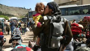 Les combattants rebelles de la Ghouta orientale tentent de passer un accord sur leur évacuation avec le régime syrien.