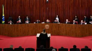 Vista del plenario del Tribunal Supremo Electoral de Brasil, durante el juicio sobre la elegibilidad del expresidente Luiz Inácio Lula da Silva en vísperas de las elecciones del 7 de octubre, en Brasilia el 31 de agosto de 2018.