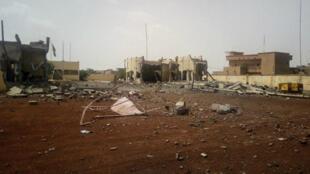 El ataque registardo en horas de la tarde en Mali, dejó considerables destrozos en la base y sus alrededores. Junio 29 de 2018.