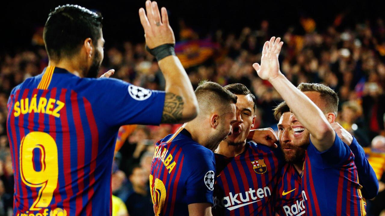 لاعبو برشلونة يحتفلون بالتسجيل في مرمى مانشستر يونايتد 16 أبريل/نيسان 2019.