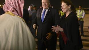 Le secrétaire d'État américain Mike Pompeo, accueilli à Riyad par son homologue saoudien, Adel al-Jubeir, le 13 janvier 2019.
