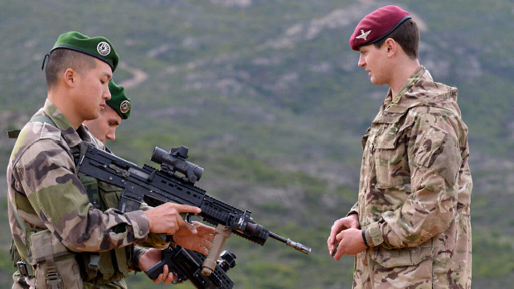 In pictures: French Foreign Legion trains with British Paras