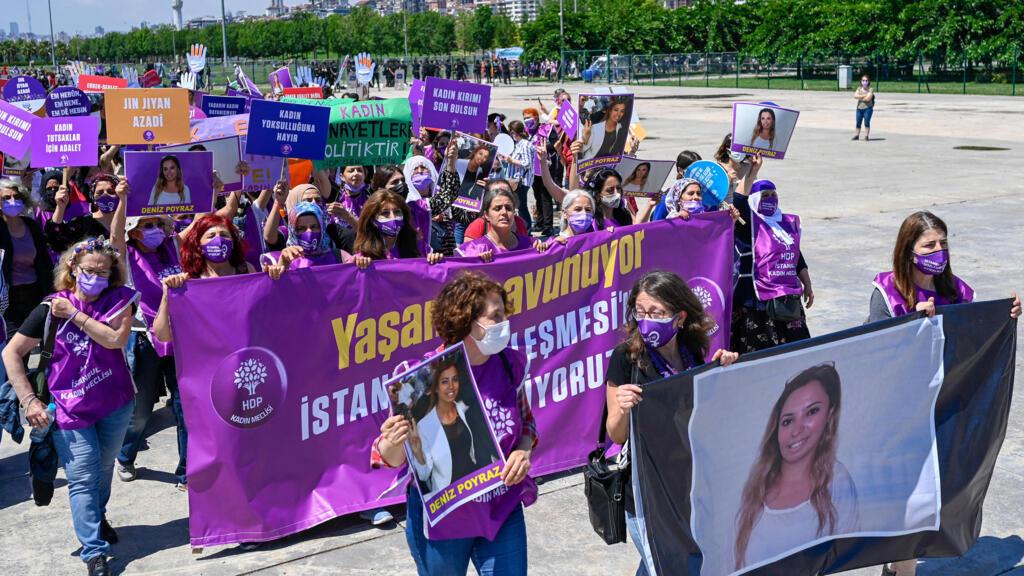 Turquie : des centaines de femmes dans les rues d'Istanbul pour dénoncer les violences domestiques