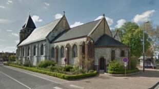 Deux hommes armés d'armes blanches se sont retranchés, mardi matin, dans une église de Saint-Étienne-du-Rouvray avec des otages.