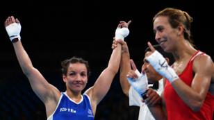 La boxeuse Sarah Ourahmoune lors de sa première victoire dans ces Jeux contre la Marocaine Zohra Ez Zahraoui.