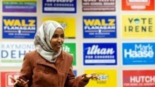المرشحة الأمريكية المسلمة إلهام عمر في مينيابوليس في 13 تشرين الأول/أكتوبر 2018
