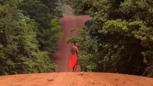 Un homme de la tribu des Waiapis dans l'État d'Amapa, le 15 octobre 2017.