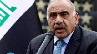 رئيس الوزراء العراقي عادل عبد المهدي يتحدث خلال مراسم تشييع رمزية للواء علي اللامي، قائد الفرقة الرابعة في الشرطة الفيدرالية العراقية، الذي قُتل في صلاح الدين، في بغداد، العراق 23 أكتوبر/ تشرين الأول 2019