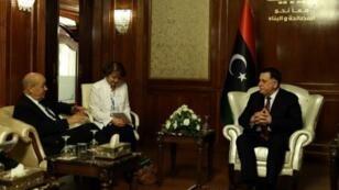 لودريان خلال لقائه مع رئيس حكومة الوفاق الوطني الليبية فايز السراج في طرابلس. 23 تموز/يوليو 2018.