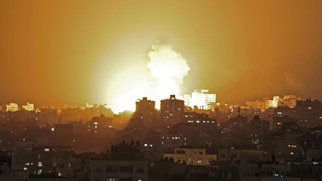 استمرار القصف العنيف على قطاع غزة ودفعات من الصواريخ باتجاه المدن الإسرائيلية