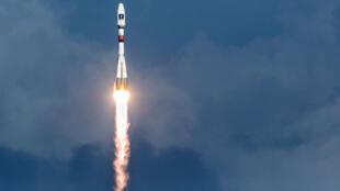 Une fusée Soyouz en train de décoller du centre spatial européen de Kourou, en Guyane française, le 17 décembre 2015.