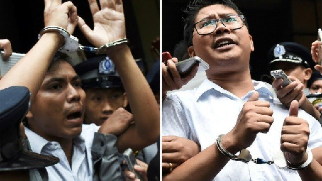 صورة مركبة بتاريخ 3 سبتمبر/أيلول 2018 تجمع الصحافيين وا لون (يمين) وكياو سو أو لدى اقتيادهما بعد صدور الحكم عليهما بالسجن في رانغون
