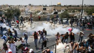 السلطات الإسرائيلية ركبت بوابات كشف المعادن على أبواب المسجد الأقصى، ما أثار غضب الفلسطينيين