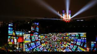 Un show de luces y reflectores del artista Damien Fontaine durante el Festival de las Luces en Lyon, Francia. 6 de diciembre de 2018.