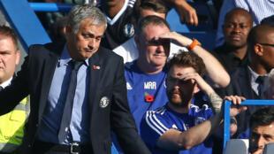 José Mourinho, dépité après la nouvelle défaite de Chelsea face à Liverpool.